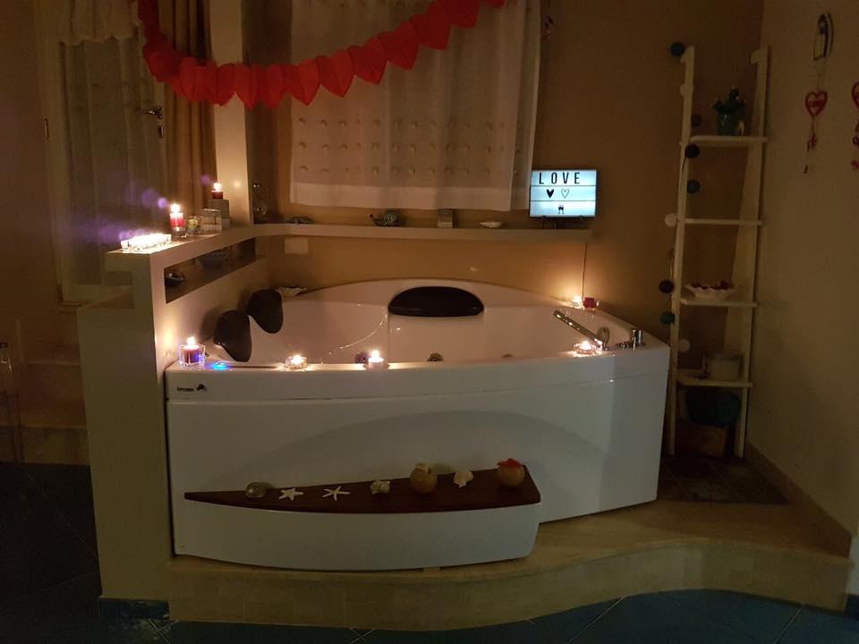 soggiorno-romantico-pizzo-vasca-idromassaggio - Le Petit B&B